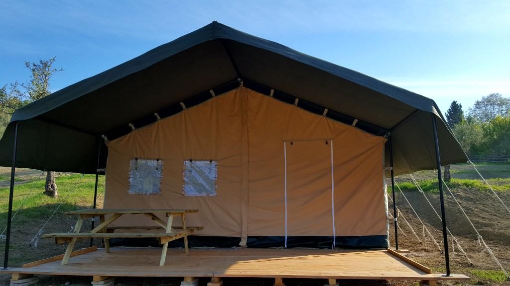 Nieuwe luxe safaritent, agriturismo-camping Quarantaquattro, Camping44, Loro Piceno, Le Marche, Italië.